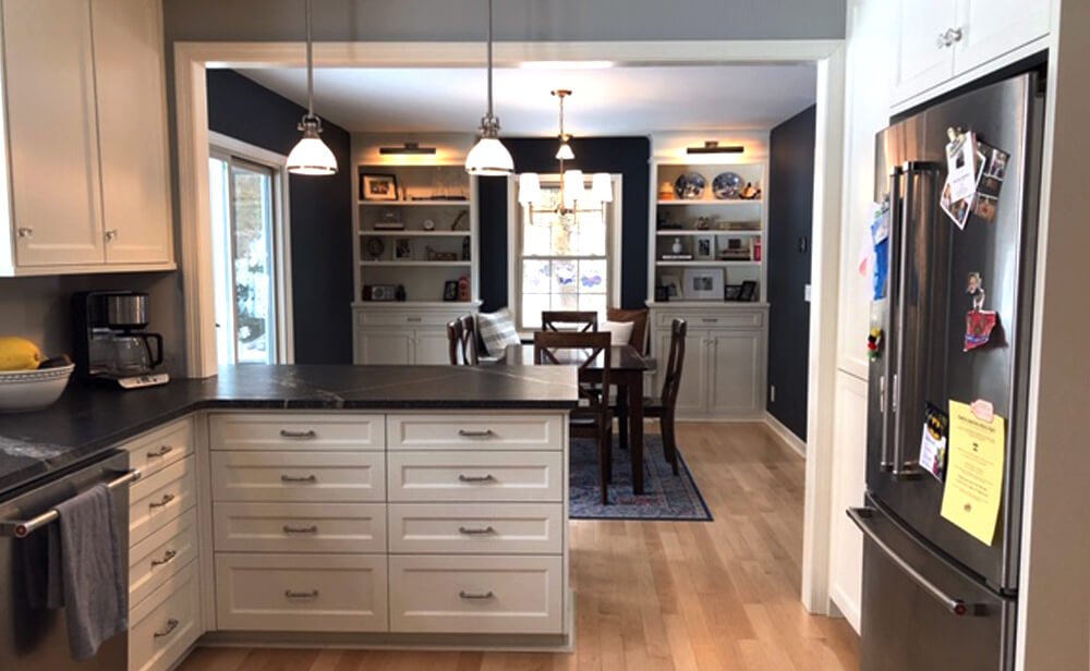 White craftsman kitchen cabinets and drawers